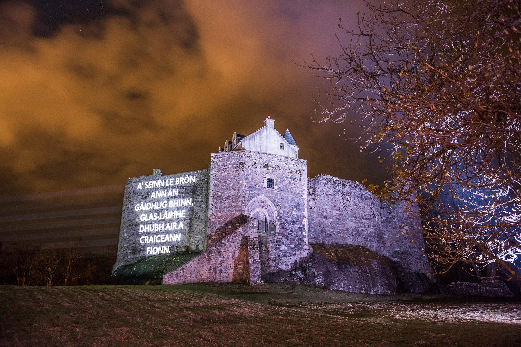 Òran nan Clachan projection timelapse film, Dunstaffnage Castle