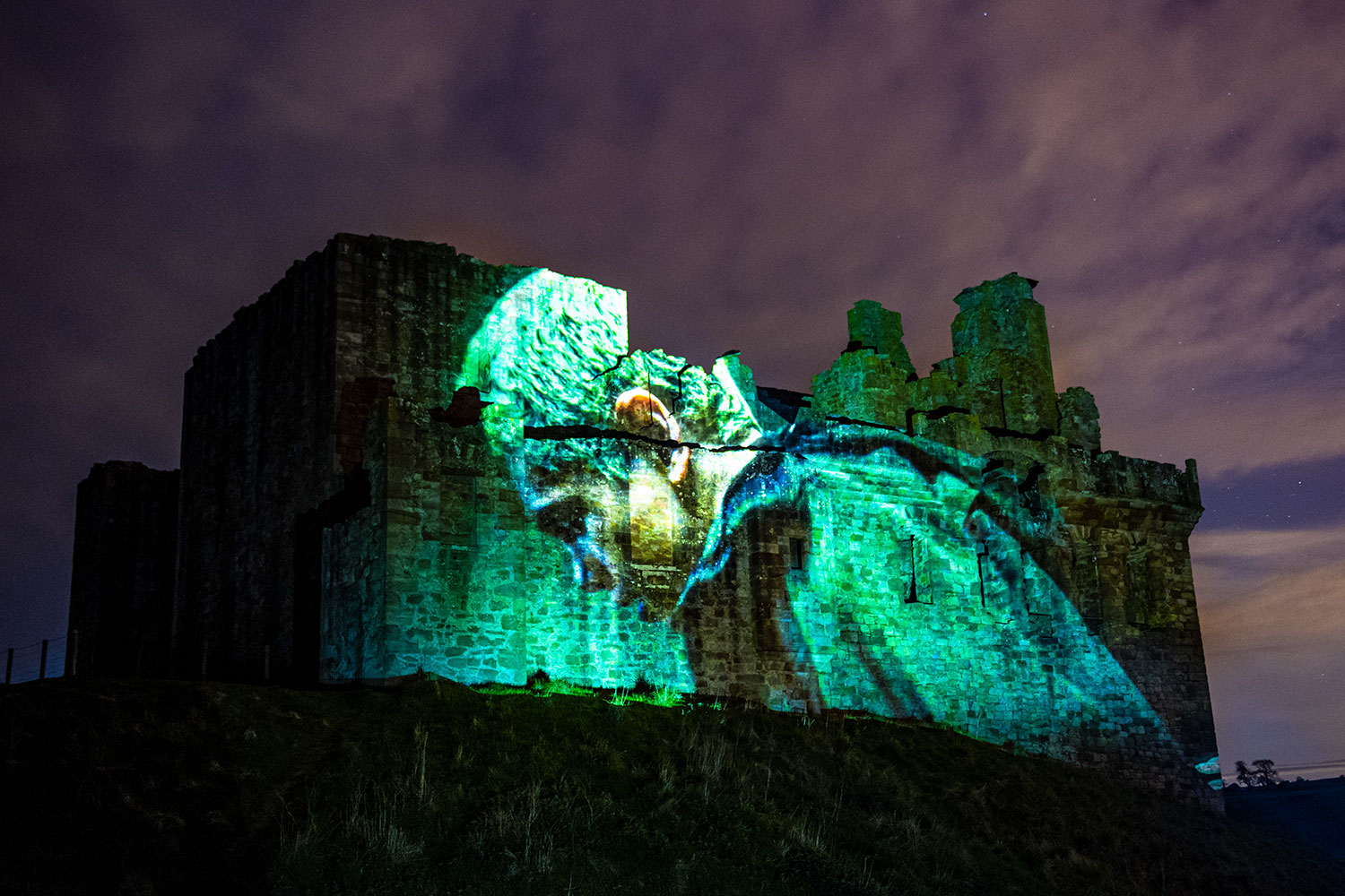 Dominic Fike, Projection film, video projection mapping, projection mapping technology